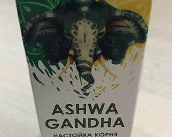 Упаковка средства Ашваганда на столе